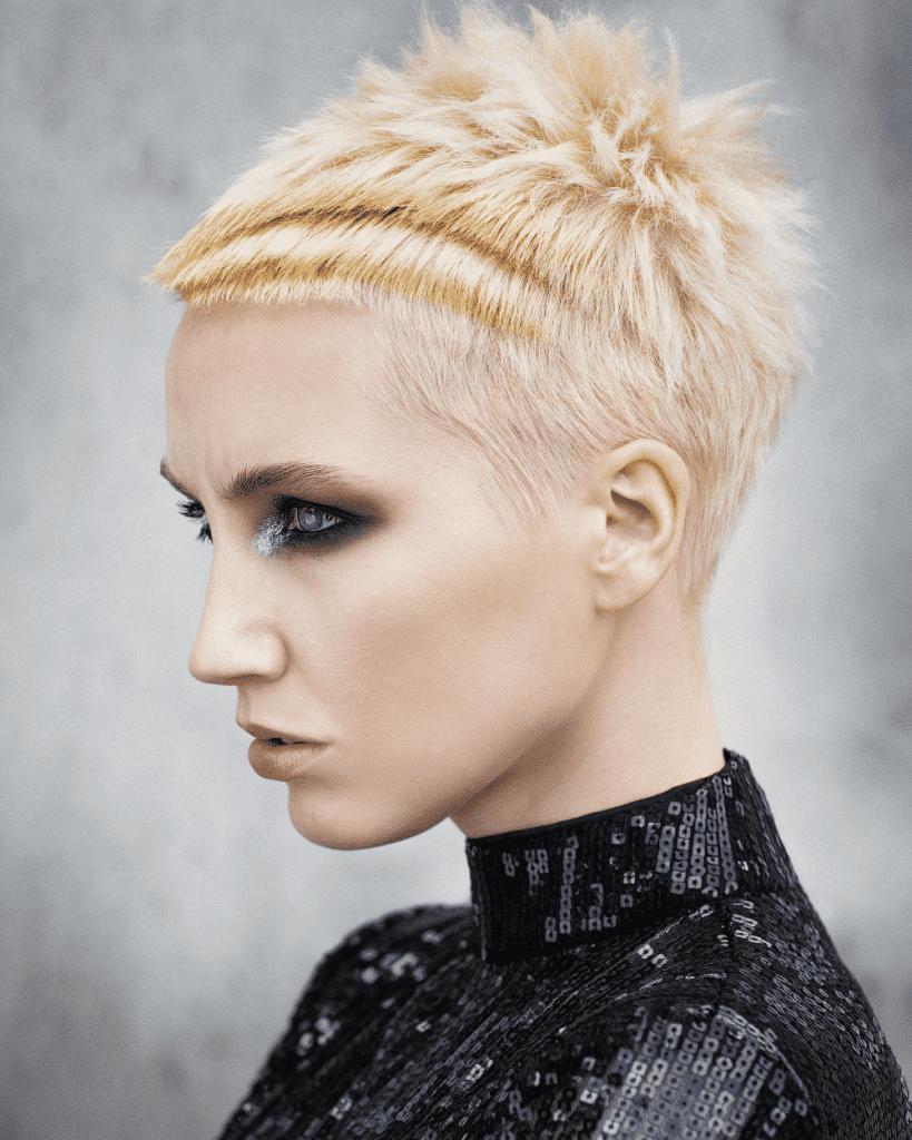 Mujer cabello rapado