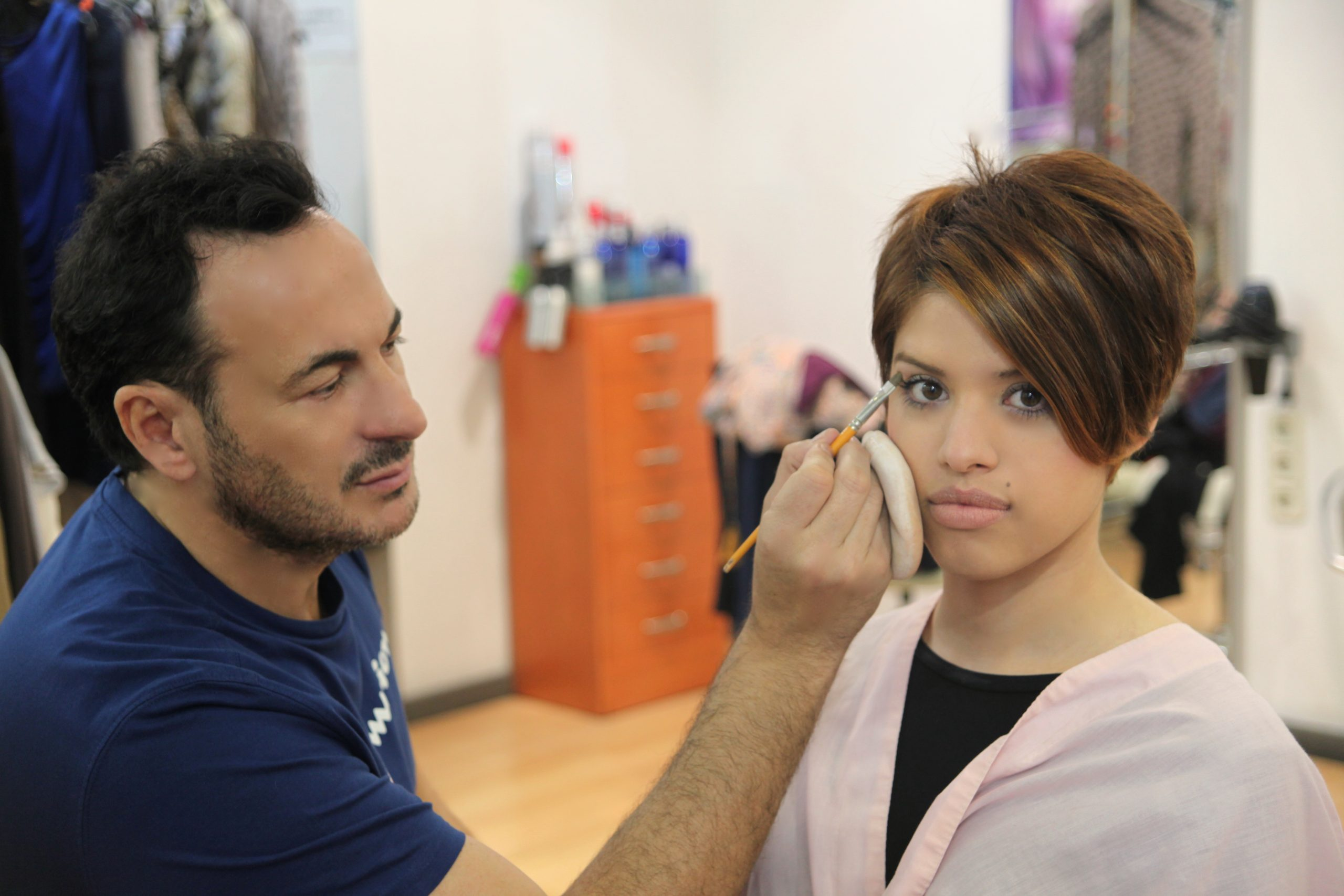 javier-ruiz-maquillando