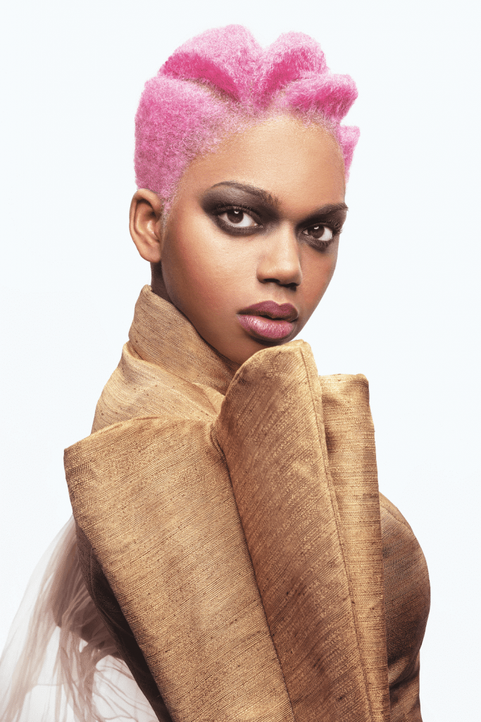 Corto afro rosa
